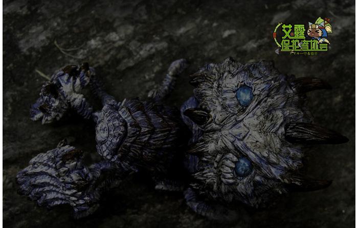 黑影在洞穴中闪动了一下 好像有一只蜘蛛