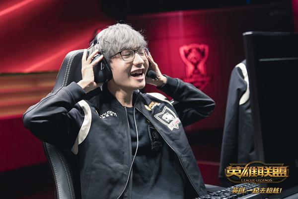 英雄联盟S6总决赛A组 ROX涉险晋级ANX创历史