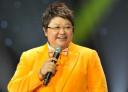 韩红主持首秀挑衅《我是歌手》:分分钟摆平黄妈。