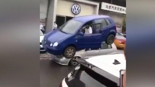 你知不知道有一种从天而降的停车方法?