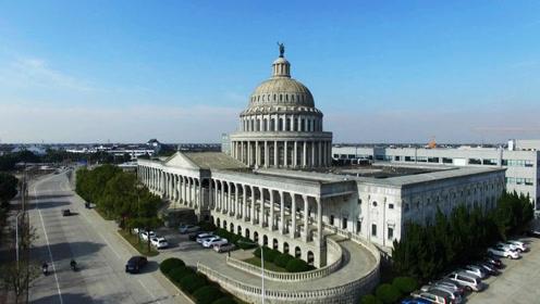"""浙江现""""美国国会大厦"""" 楼顶雕像疑为公司创始人"""
