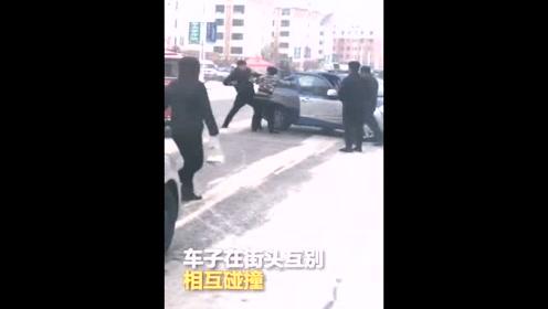 两出租车街头抢道互撞 下车后当街互殴