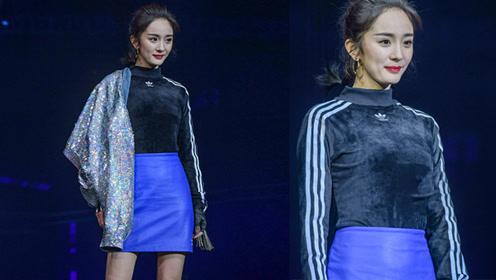 杨幂蓝色短裙T台走秀 观众未经PS的照片却是这样
