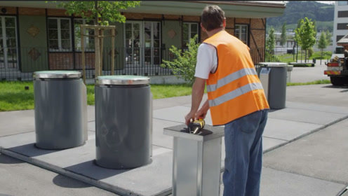 瑞士发明的这个垃圾桶很奇怪,你怎么扔都扔不满,什么原理呢?