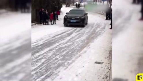 雪天这车怎么开,没点技术还是回家歇着吧