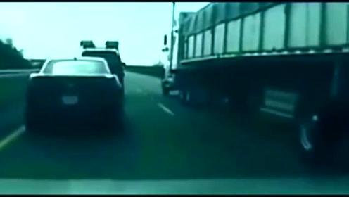 面包车占快速车道,轿车在按38声喇叭后做出一个大胆的举动