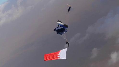 挑战极限!迪拜男子乘滑翔伞成功从同伴上方翻越