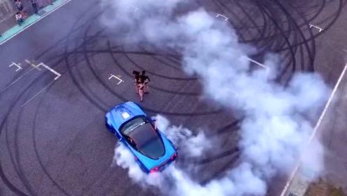 超极跑车与车模