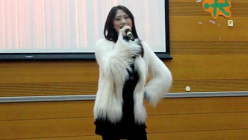 大学美女老师一首《high歌》彻底出名了 一开口以为原唱来了