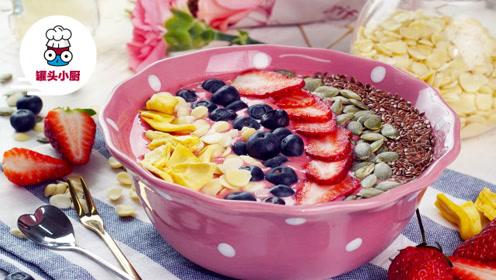 2分钟就能做好的网红草莓思慕雪碗