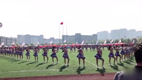 校运会600名学生齐跳《海草舞》这阵势太壮观了吧!