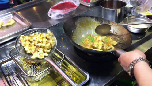 东北夫妻夜市卖锅包肉,4两猪里脊肉卖15元!女孩子看了忍不住吃