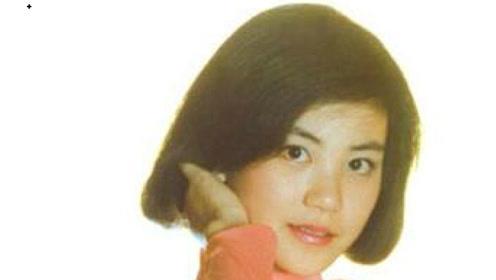 16岁王菲的六一表演:面容稚嫩,身形修长,当时就比较出众了