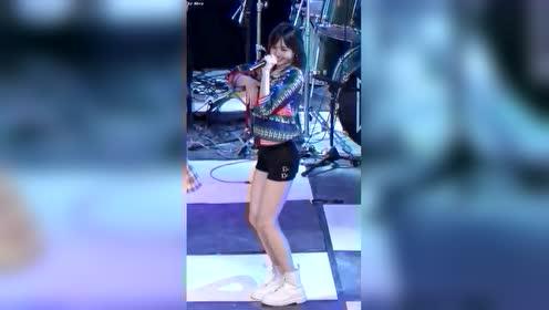 韩国女团blackpink成员lisa舞蹈现场, 一个外貌和实力兼备的妹子