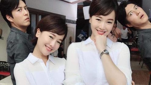 靳东和左小青玩自拍 网友:不皮不是你的风格