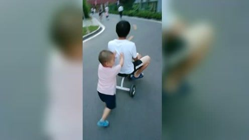 孩子童年是短暂的,抽出时间多陪陪不留遗憾!
