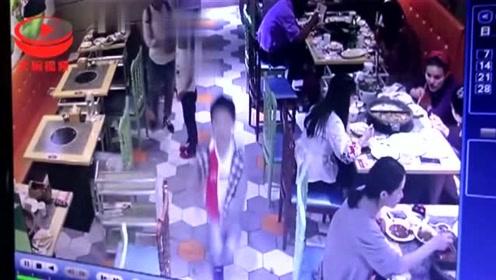 霸王餐?合肥瑶海一年轻女子携娃店内用餐 还没付钱便走人