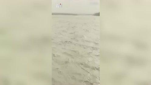 新疆堰塞湖溃决,相当于三个西湖的水量冲出