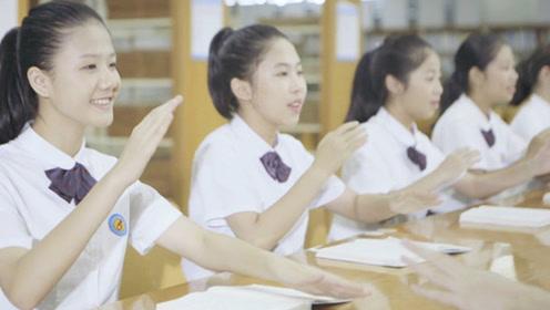 声如天籁!中学生用课桌和书本当作乐器合唱《夜空中最亮的星》
