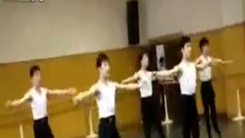 杨洋早期芭蕾舞课视频节选!