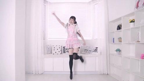 细腿美女穿黑丝秀舞技,高挑的身姿跳动起来真是耐看