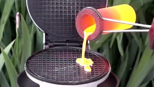 科技奇趣:热熔铜倒入华夫饼机里,结果会怎么样?