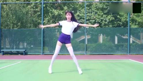超可爱美少女翻跳《卡路里》白丝,大长腿,好身材是不需要减肥的