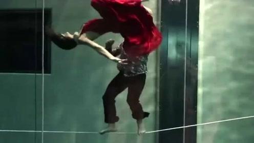 意大利潜水组合创世界纪录: 水下一口气完成三分半的超长舞蹈