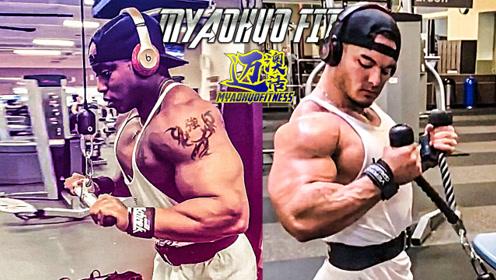 2个健体冠军同一个动作,他们仍旧追逐着自己的梦想训练不停歇