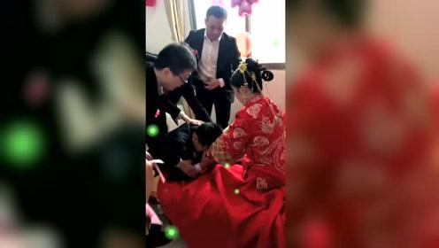 新娘吓得都不敢说话了,新郎您大婚唱的是哪一出