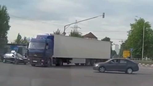 带你直观车祸现场,让你看看车祸的恐怖,太可怕啦!