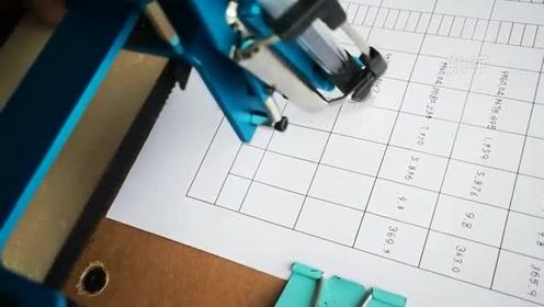 学生用这台写字机器人一分钟能写70个字,比打字还快!