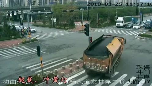 超载冲黄灯丢了一条命,大货车被劈成两半,惨