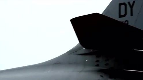 空军基地:部署海军速射水雷的B-1B轰炸机