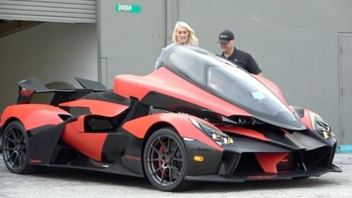 女土豪试驾新款超级跑车,坐进驾驶舱一看,彻底傻眼了