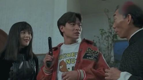 这部香港电影片段太搞笑了,隔着手掌开火,自己却一点不痛!