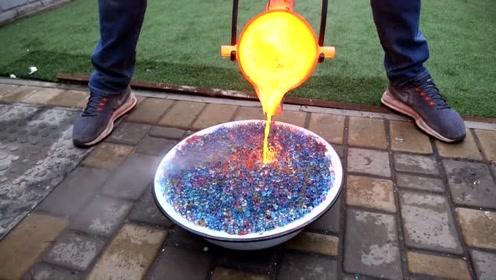 将20000颗水宝宝泡开,把烧开的铁水浇上去,会发生什么?