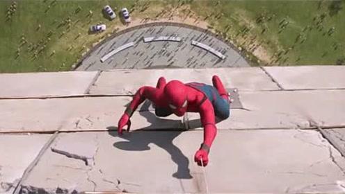 蜘蛛侠成功爬到楼顶,转过身向下俯视,为何停下了脚步?