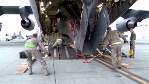 你知道武装直升机是怎么被装上运输机的吗