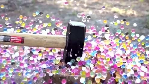 一锤锤在10万水宝宝抗压球上,慢镜头散开画面太美