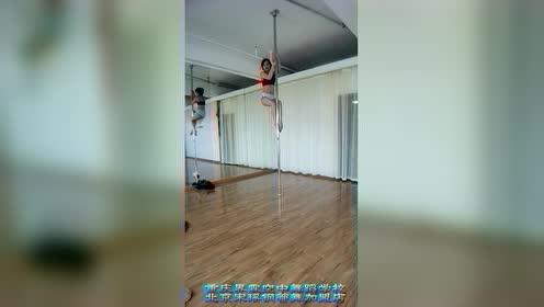 重庆宋瑶钢管舞技巧总教练孟弯弯