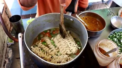 论吃泡面,我就服印度人,煮个泡面这是加了多少作料啊!