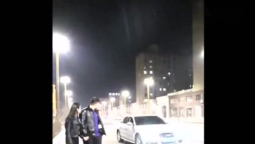 异地恋三年,连夜赶到女友的城市给她生日惊喜,接下来一幕扎心了