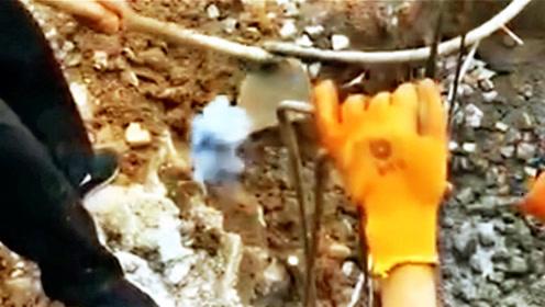 农民工挖出来一块石头,一碰就冒火,谁知道什么原理?