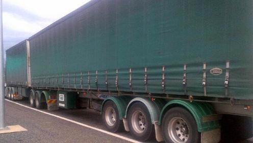 美国核弹卡车开上公路,被警察拦下:超载扣车!