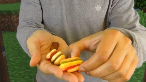 真人我的世界:二蛋在家,外卖送来了超级小的可乐和汉堡,好生气