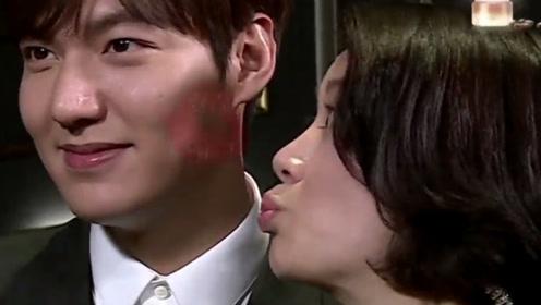 袁咏仪当众亲吻李敏镐,谁注意张智霖的反应?让人太意外!