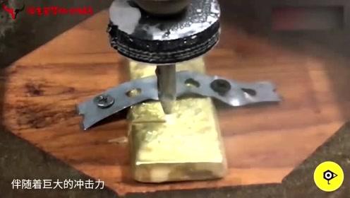 外国牛人拿水刀切割8万块的金条,一刀得1000块钱吧?