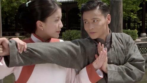 《乱世护宝》张晋与夫人切磋武艺,那眼神仿佛能甜出蜜来!