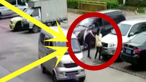 情侣路口起争执,男子的做法太可耻,监控拍下全过程!